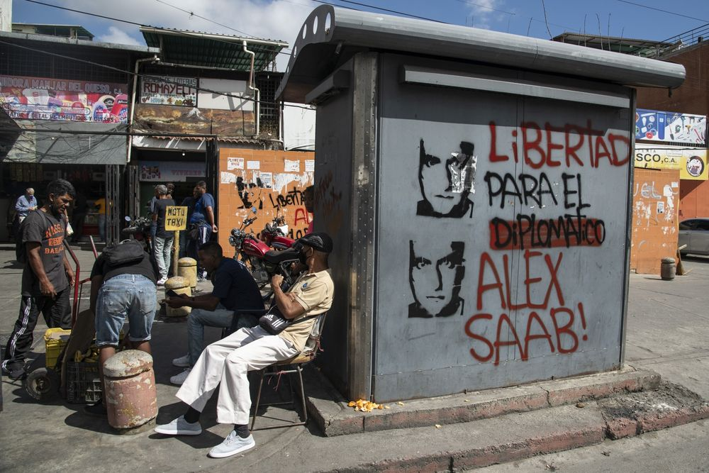 """Graffiti that reads in Spanish """"Freedom For The Diplomat Alex Saab"""" in Caracas, on Feb. 4."""
